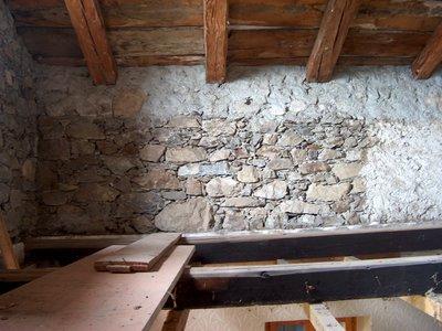 Mur à l'ancienne et charpente