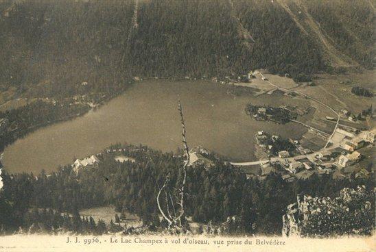 Lac de Champex à vol d'oiseau, vue prise du Belvédère