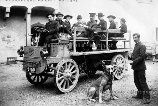 "Camion automobile ""Dufour"" au Grand-Saint-Bernard"