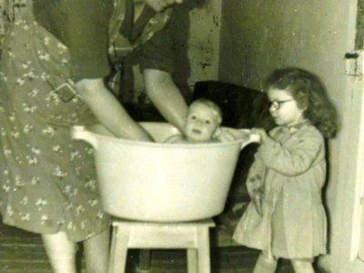 Le bain de la petite soeur
