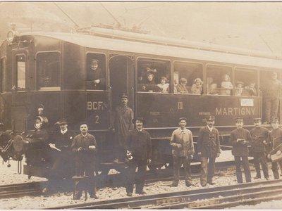 Une des première automotrice en gare d'Orsières